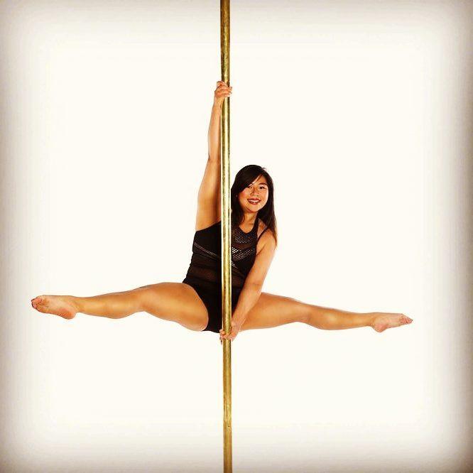Nicole Pole dancing